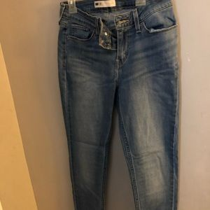 levi light wash jeans